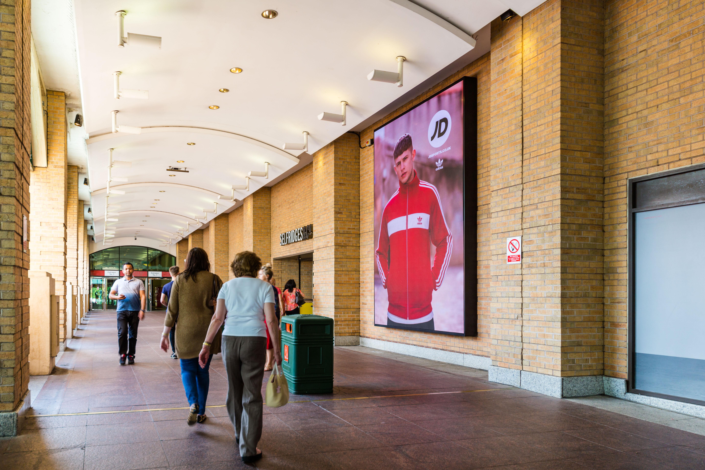 Intu Trafford Centre - Portrait Digital - FJ0605A-G05782